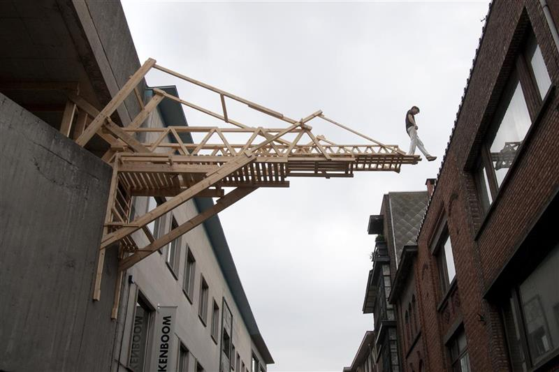 Bruggen bouwen, 2013